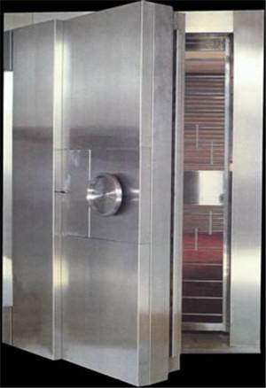 全钢金库门就是指用普通钢板做的金库门。